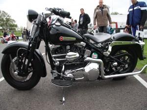 Contemplando una Harley-Davidson