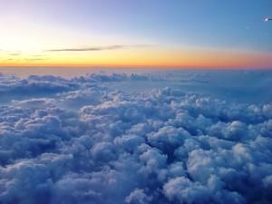 Amanecer visto desde un avión
