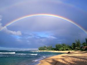 Arcoíris sobre la playa