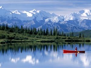 Canoa en el lago Wonder (Alaska)