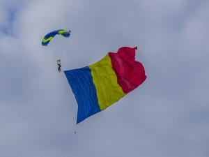 Bandera de Rumania en el cielo