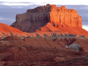 Sol iluminando el Parque Estatal Goblin Valley (Utah)