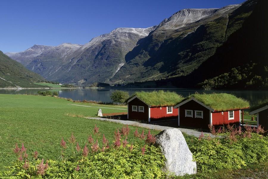 Casas junto al lago Oldevatnet (Noruega)