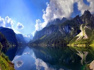 Lago entre montaña (Austria)