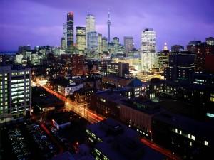 Hermosa vista nocturna de Toronto (Ontario, Canadá)