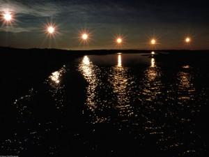 Soles reflejados en el agua