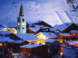 Val-d'Isère cubierta de nieve (Francia)