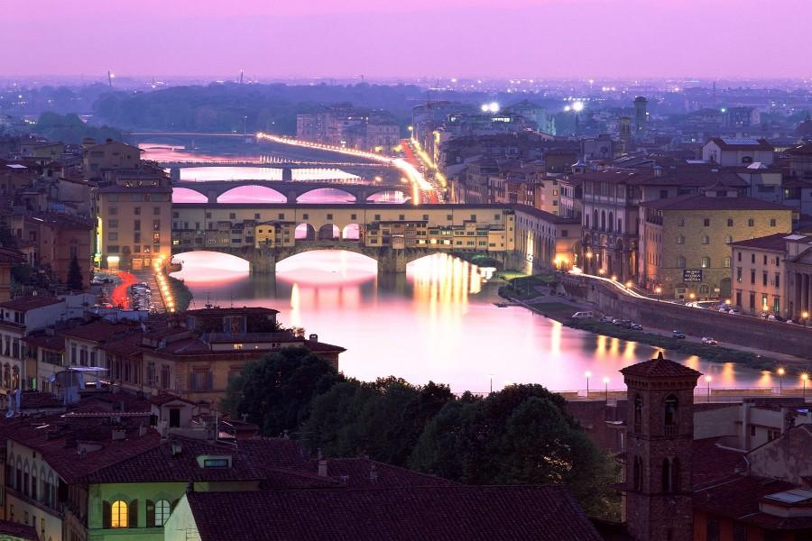 Hermosas vistas del Ponte Vecchio (Florencia, Italia)