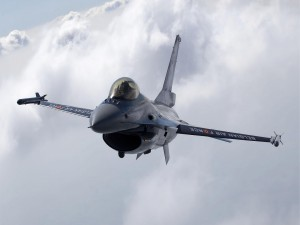 F-16 en vuelo