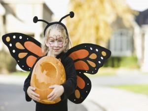 Niña disfrazada en Halloween
