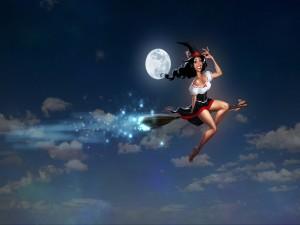 Bruja volando por el cielo en una noche de luna llena