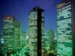 Rascacielos de Shinjuku iluminados (Tokio, Japón)