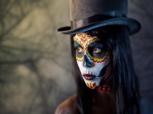 Chica maquillada en el Día de Muertos