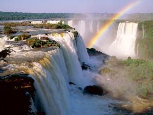 Arcoíris junto a las cataratas del Iguazú (Argentina)