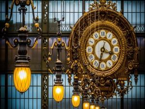 Hermoso reloj colgado en el Museo de Orsay (París)