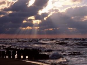 Cielo nuboso sobre el mar