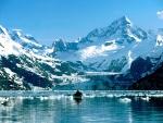 Canoa en un frío lago