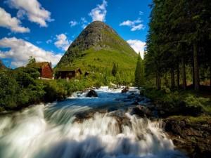 Un río de montaña en Noruega