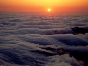 Sol sobre las nubes