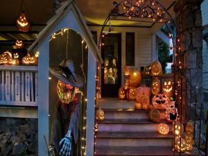 Casa adornada para la noche de Halloween