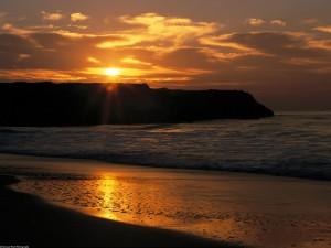 Sol reflejado en la arena de una playa
