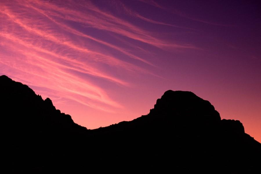 Bonito cielo sobre las montañas