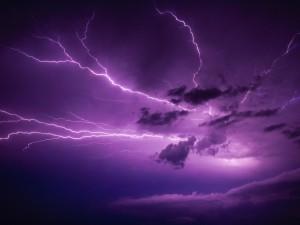 Tormenta eléctrica en el cielo