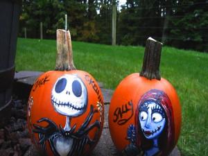 Dos calabazas pintadas para Halloween
