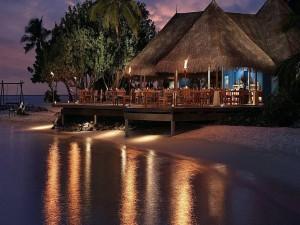 Centro turístico en la noche