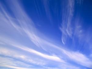 Nubes en el cielo azul