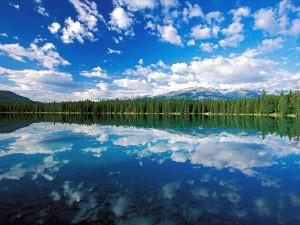 Nubes sobre el lago