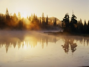 Sol calentando la superficie del lago
