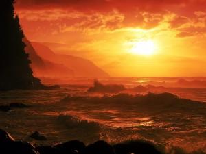 Atardecer rojizo sobre el mar