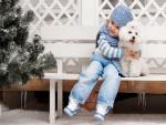 Niña con su perrito blanco