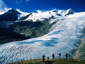 Caminando por un glaciar