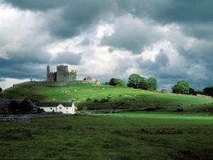 Las ruinas de un castillo