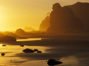 Luz solar iluminando la playa