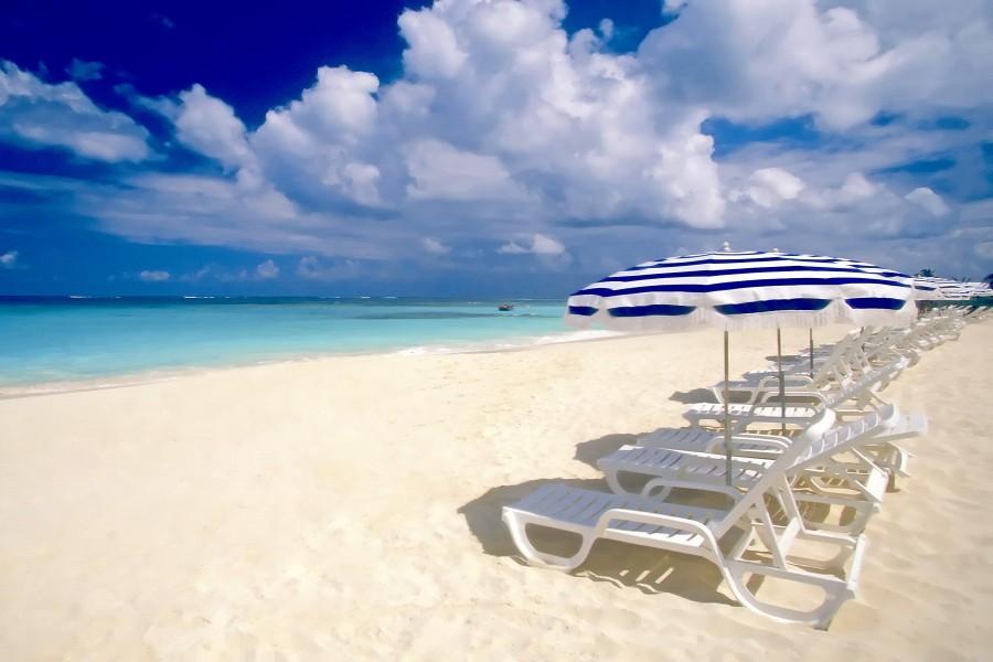 Hamacas y sombrillas en una playa 71853 - Hamacas de playa ...