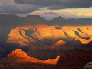 Sol iluminando el Parque Nacional del Gran Cañón (Arizona)