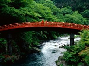 Puente Shinkyo sobre el río Daiya (Nikko, Japón)