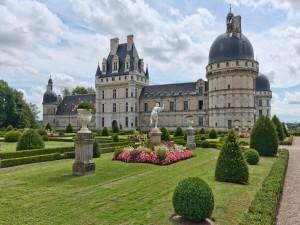 Espléndido jardín frente al castillo