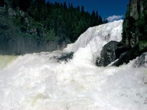 Turbulentas aguas del río