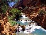 Río en un cañón