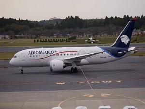 Un Boeing 787-8 Aeroméxico en pista