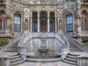 Escaleras al palacio