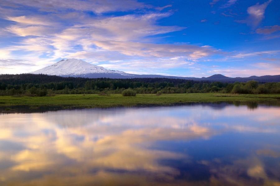 Hermosa vista del Monte Adams (Washington)