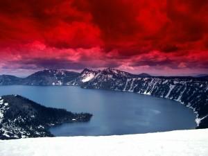 Cielo rojo sobre el lago