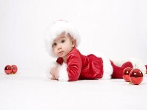 Una bonita bebé en Navidad