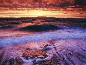 Pequeñas olas al amanecer