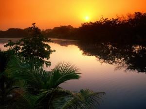 Sol sobre el río